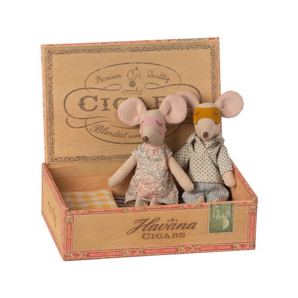 Mum & Dad mice in cigar box Maileg
