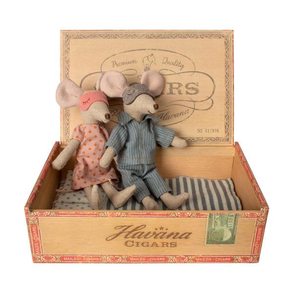 Mum & Dad mice in cigar box Maileg