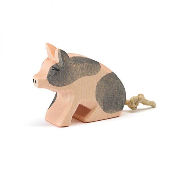 Figura legno maialino pezzato seduto - Ostheimer