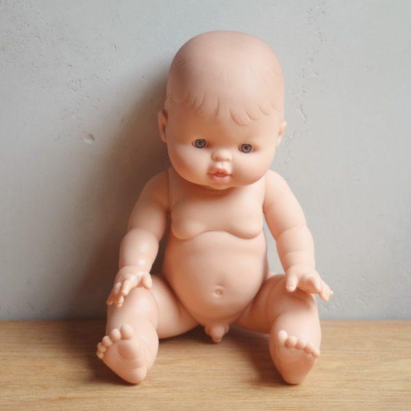 Bambola europea maschio Paola Reina