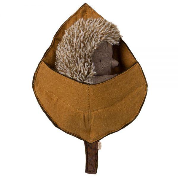 Mamma Hedgehog in leaf Maileg