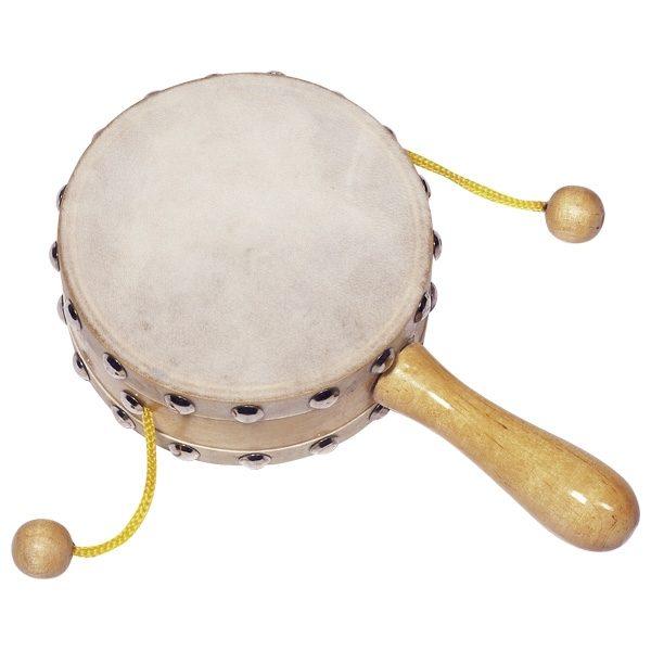 Tamburo legno con due palline sonaglio Goki. Un semplice strumento a percussione che incanterà ogni bambino. Gli strumenti a percussione sono perfetti per le prime esperienze sonore. Non hanno bisogno di essere intonati e riproducono facilmente il suono.