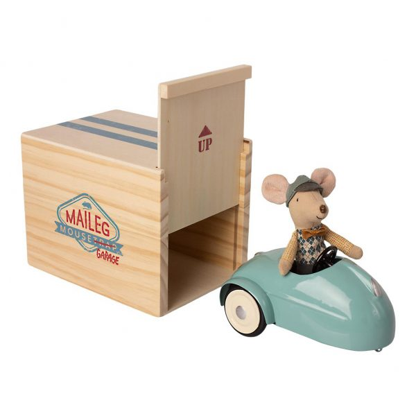 Pupazzo topo little brother Car with garage blue Maileg