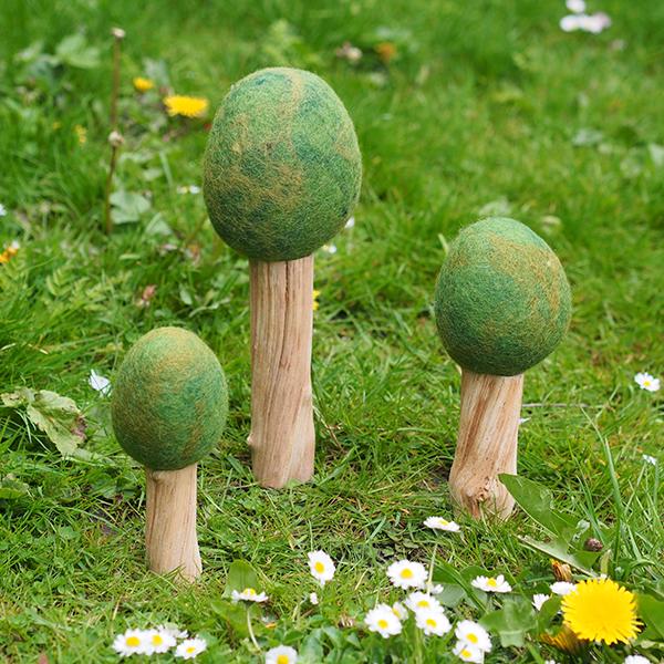 Set 3 alberi estate feltro e legno Papoose Toys